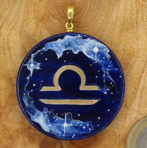 """Produktbild Amulett Sternzeichen """"Waage"""" mit Sternenhimmel"""